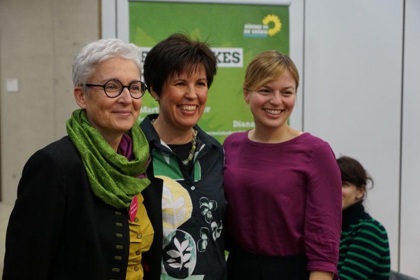 Martina Neubauer, Diana Franke und Katharina Schulze auf einer Podiumsdiskussion in Gilching