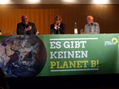 """""""Heimat -alles weiß-blau?"""" mit Dr. Norbert Göttler, Dr. Sepp Dürr und Hans Well auf dem Podium"""