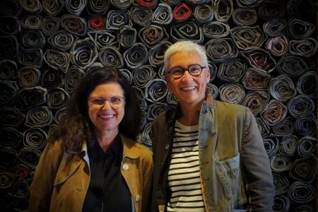 Martina Neubauer mit Bergs Bürgermeisterkandidatin Elke Link bei einem zufälligen Treffen auf der Biennale in Venedig