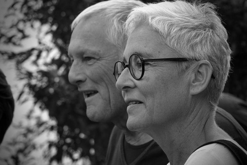 Martina Neubauer mit Josef Brustmann beim Kunstwerk des Monats in Berg